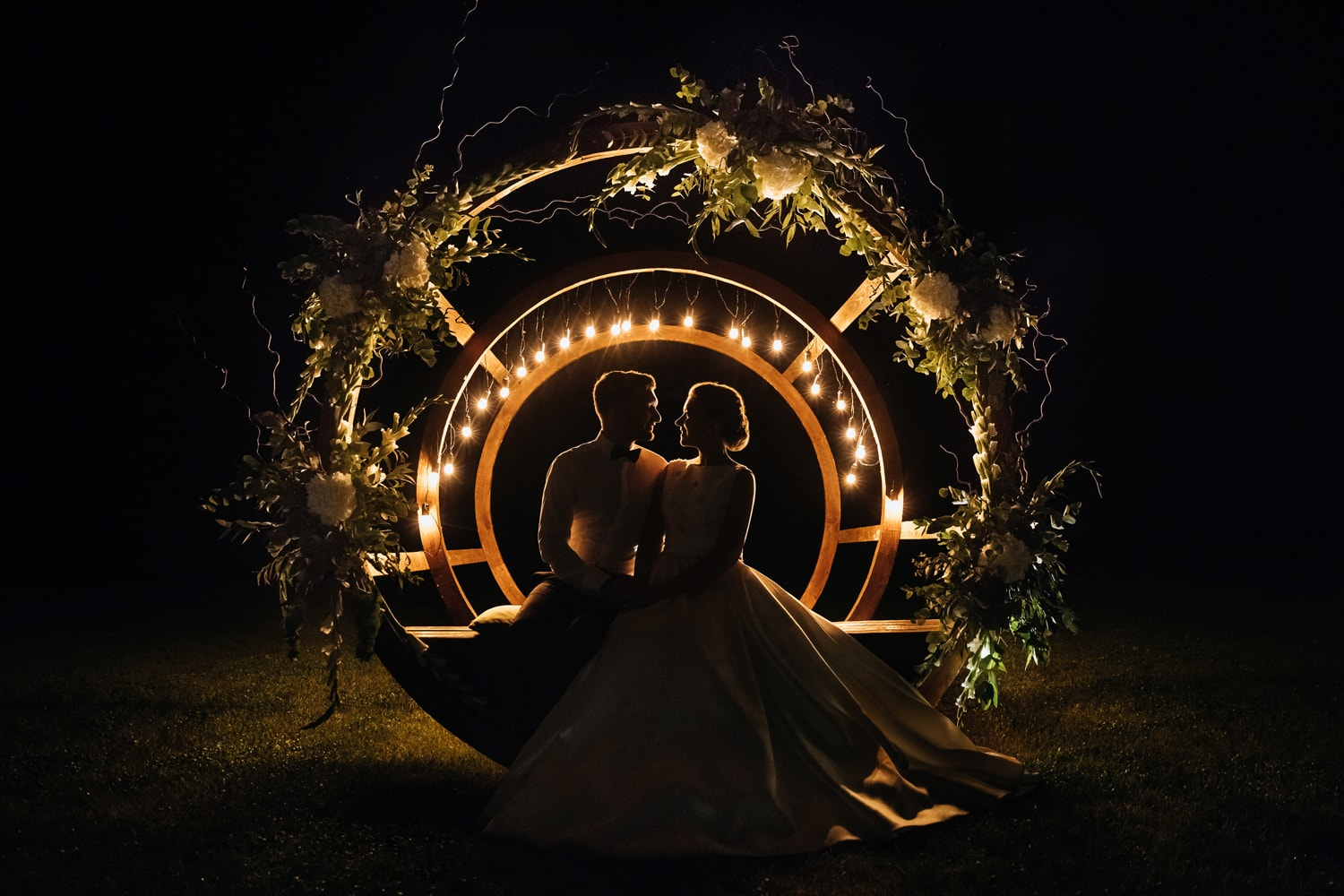 Silhouettes of bride and groom in the dark